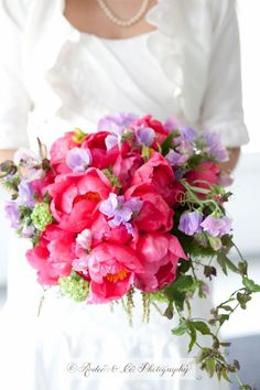 hot pink peonies with lavender sweet peas and trailing greenery