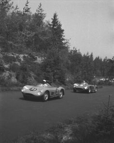 If you don't have a clue, which car or race is shown in a picture, just look it up at www.racingsportscars.com. Here it's two Maseratis, the 150S of Tak/van Zalinge ahead of a 300S driven by Stirling Moss and Jean Behra.