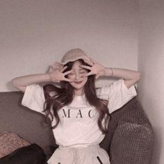 Korean Aesthetic, Film Aesthetic, Aesthetic Girl, University Outfit, Girl Background, Korean Girl Fashion, Ulzzang Korean Girl, Korean People, Uzzlang Girl