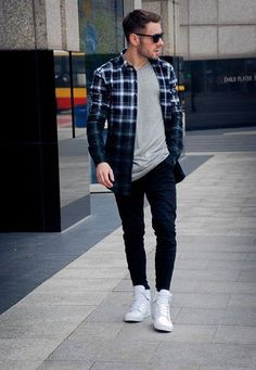 Casual Flannel Outfits for Handsome Men's Blue Flannel Outfit, Stylish Men, Men Casual, Mens Casual Shirts, Men Shirts, Sport Outfit, Look Man, Mens Flannel Shirt, Herren Outfit