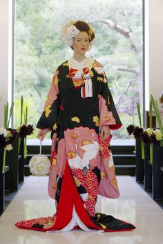 Black color is also for wedding in Japan Japanese Wedding Kimono, Japanese Kimono, Japanese Style, Japanese Costume, Traditional Fashion, Traditional Dresses, Kabuki Costume, Cute Kimonos, Kimono Japan