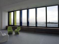 Díaz y Díaz. Escuela infantil. A Coruña. Arquitectura para niños. Color. Diseño interior / Kindergarten. Interior design. Seaside. WIndow. Architecture https://www.diazydiazarquitectos.com/proyectos/escuela-infantil-los-rosales-coruna-galicia/