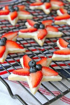 4th of July Star Cookies: These sugar cookies will be ready to please in under an hour. Click through to find more quick and easy recipes for cute 4th of July desserts.