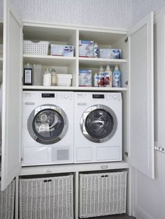 Great idea for a laundry for those strapped for space. By DEULONDER arquitectura domestica Hidden Laundry, Laundry Nook, Laundry Room Remodel, Laundry Closet, Laundry Room Organization, Laundry In Bathroom, Casa Decor 2016, Utility Room Storage, Utility Room Designs