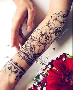 idées de tatouage Under the Gun Piercings, Piercing Face, Tattoo Und Piercing, Wrist Tattoos, Dog Tattoos, Body Art Tattoos, Sleeve Tattoos, Tattos, Bild Tattoos