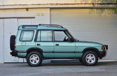Bid for the chance to own a 1997 Land Rover Discovery at auction with Bring a Trailer, the home of the best vintage and classic cars online. Land Rover Discovery 1, Discovery 2, Volkswagen Golf Mk1, Range Rover Supercharged, Range Rover Classic, Lifted Ford Trucks, Classic Cars Online, Land Rover Defender, Cool Bikes