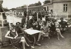 1925 Berlin - Badegäste in der Badeanstalt Südende.