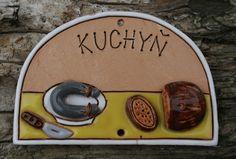 Cedulka+Kuchyň+Jitrnička+dobrá,+domácí...+Jmenovka+na+dveře+kuchyně.+Je+velká+cca+15x9+cm+se+dvěma+dírkama+na+uchycení.+Jitrnice,+nůž+a+chleba+jsou+plastické.