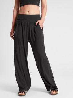 Reach difficult new poses with premium yoga clothes from Athleta. Shop quality yoga wear made with performance in mind. Casual Wear, Casual Outfits, Summer Outfits, Cute Outfits, Casual Pants, Comfy Pants, Yoga Outfits, Women's Pants, Pants Outfit