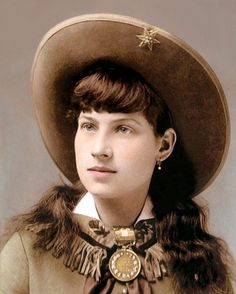 """ANNIE OAKLEY OLD WEST SUPERSTAR SHARPSHOOTER 8x10"""" HAND COLOR TINTED PHOTO"""