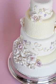 Vineyard Sweets featured in Weddingbells 'Canada's Prettiest Wedding Cakes for 2013'!