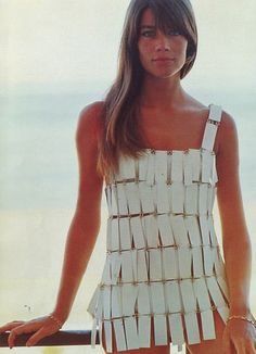 Françoise Hardy in Paco Rabanne, 1966 Look Retro, Look Vintage, Vintage Mode, 60s And 70s Fashion, Fashion Moda, Vintage Fashion, Fashion Music, Paris Fashion, Fashion Art