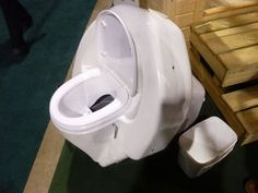 Icelett composting toilet will free smell and bacteria out of your poop