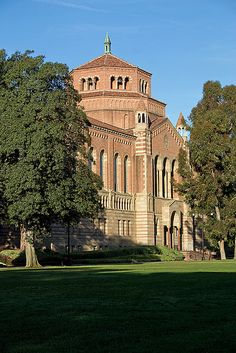 Powell Library, UCLA Campus, Los Angeles, CA.  Photo: Rictor Norton & David Allen, via Flickr