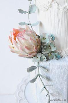 #gumpasteflowers #sugarflowers #sugarprotea #gumpasteprotea #hydrangeas #sugarcraft Gum Paste Flowers, Sugar Craft, Wedding Cake Inspiration, Sugar Flowers, Hydrangeas, Wedding Cakes, Glass Vase, Joy, Decor