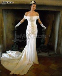 http://www.lemienozze.it/gallerie/foto-abiti-da-sposa/img39890.html Abito da sposa con lunga banda centrale di strass