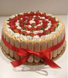 Charlotte Dessert, Charlotte Cake, Creative Cake Decorating, Creative Cakes, Cake Recipes, Dessert Recipes, Fresh Fruit Cake, Torte Cake, Valentine Desserts