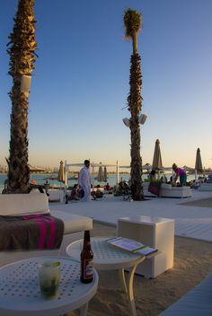 Nassimi Bar, Atlantis Hotel, Dubai Backpacker, Atlantis, Dream Vacations, Holiday Ideas, Places Ive Been, Dubai, Maps, Holidays, Table Decorations