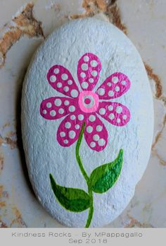 Looking for some easy painted rock ideas to get inspired by? See more ideas about Rock crafts, Painted rocks and Stone crafts. Looking for some easy painted rock ideas to get inspired by? See more ideas about Rock crafts, Painted rocks and Stone crafts. Pebble Painting, Pebble Art, Stone Painting, Painting Art, Easy Flower Painting, Rock Painting Ideas Easy, Rock Painting Ideas For Kids, Rock Painting Patterns, Rock Painting Designs