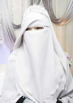 Arab Girls Hijab, Muslim Girls, Muslim Women, Hijab Niqab, Hijab Chic, Hijabi Girl, Girl Hijab, Muslimah Wedding Dress, Wedding Dresses
