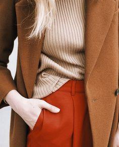 Сегодня у нас яркий пост и пока мы кутаемся в шерстяные пледы, ищем теплые свитера и стильную осеннюю, а то и зимнюю обувь, фирма Pantone радует нас весенними красками.…