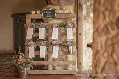 Seating plan de boda - La Tienda de Olivia #minutas #minutasdeboda #minutasbodas #minutaseventos #menusdebodas #menudeboda #papeleriadeboda #menudelaboda #minutadelaboda #meseros #seatingplan #seattingplan #minutaboda #papeleriaparabodas #papeleriabonitadeboda #papeleriabonita #latiendadeolivia Ideas Para, Ladder Decor, Wedding Decorations, How To Plan, Floral, Home Decor, Model, Cute Stationery, Weddings