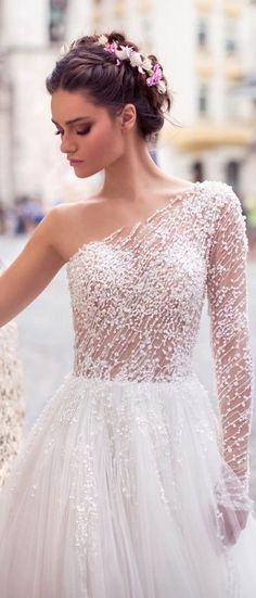 White bride dresses. All brides dream about finding the perfect wedding ceremony, but for this they need the best wedding gown, with the bridesmaid's dresses actually complimenting the brides-to-be dress. The following are a number of tips on wedding dresses.