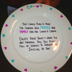 This is a great idea for a diy cookie project, especially for the holidays. Sharpie Plates, Sharpie Crafts, Sharpie Art, Craft Gifts, Diy Gifts, Giving Plate, Painted Plates, Hand Painted, All Family