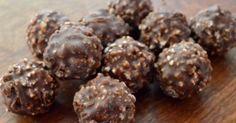A házi Ferrero villámgyorsan elkészíthető, nézd meg te is, hogyan! Hozzávalók: 10 dkg ostya 20 dkg mogyoró (ledaráljuk) 20 dkg nutella 15 dkg étcsokoládé 6…