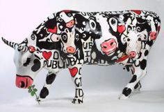 Cow Parade at the Celtic Cafe Animals With Horns, Chicken And Cow, Cow Parade, Mosaic Animals, Cow Pattern, Cute Cows, Cow Art, My Kind Of Town, Plate Art