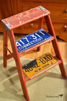 Add license plates to the steps of an old ladder to create shelving in a narrow space   Homeroad