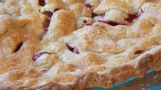 Mom's Cranberry Apple Pie Apple Crumble Pie, Crumble Topping, Allrecipes Apple Pie, French Apple Pies, Apple Cranberry Pie, Mcintosh Apples, Apple Pie Recipes, Piece Of Cakes, Sugar And Spice