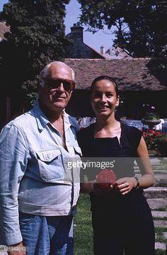 Curd Jürgens mit Ehefrau Margie am Rande der Dreharbeiten zu 'Die Messe' in Paris Frankreich Ehemann Schauspieler TP