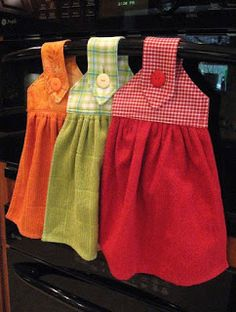 Oven Hand Towels - instructions from kleiosbelly. Kitchen Towels Crafts, Kitchen Towels Hanging, Dish Towel Crafts, Hanging Towels, Sewing Hacks, Sewing Tutorials, Sewing Crafts, Towel Dress, Love Sewing