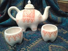 Elephant tea pot with coordinating cups - momo gift idea