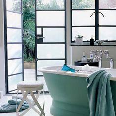 Ванная с выходом в сад - немного больше рая на земле   #дизайн #интерьер #стиль #ванная #сантехника #плитка