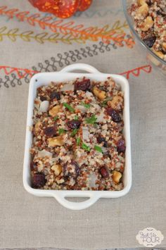 Everyone from bread lovers to gluten free eaters will be happy when you make this Cranberry Walnut Quinoa Stuffing as a side dish this Thanksgiving! Gluten Free Vegetarian Recipes, Gluten Free Recipes, Healthy Recipes, Drink Recipes, Delicious Recipes, Healthy Food, Gluten Free Thanksgiving, Thanksgiving Side Dishes, Thanksgiving Recipes
