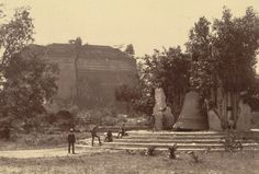 Photograph of the bell at Mingun Pagoda in Mingun, Burma (Myanmar), taken by Willoughby Wallace Hooper in 1886.