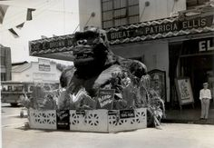King Kong on the street.
