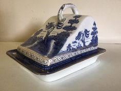 Blue Willow China, Blue And White China, Love Blue, Blue Chinaware, Cheese Dishes, Willow Pattern, White Stuff, China Patterns, Delft