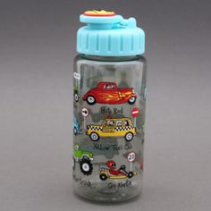 Gourde voitures Tyrrell Katz garantie sans BPA. Système d'ouverture et fermeture facile à manipuler par un enfant 17 cm de haut et 6 cm de diamètre, contient 400 ml, le poids et la quantité idéale pour un enfant. Les enfants vont adorer pour le sport, les goûters, les promenades, etc. Jolie idée cadeau. http://www.lilooka.com/fr/accessoires-enfants-ecole-gourdes-sacs-boite-a-gouter/1116-gourde-voitures-tyrrell-katz-sans-bpa.html