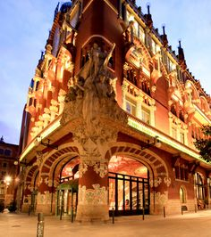 Palau de la Musica Catalana, Lluis Domenech i Montaner_Barcelona.   one of themost beautiful buildings I ever set foot in.