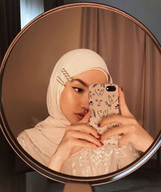 Roundup of Hair Clip Inspo—Hijabified's Pashmina Hijab Tutorial, Hijab Style Tutorial, Modern Hijab Fashion, Muslim Fashion, 70s Fashion, Fashion Outfits, Casual Hijab Outfit, Hijab Chic, Hijabi Girl