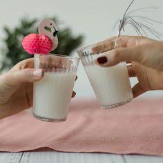 Wir stoßen auf das Wochenende an — und zwar mit einem kühlen Reisdrink! 😉 Glass Of Milk, Photo And Video, Drinks, Videos, Instagram, Food, Products, Beverages, Hoods