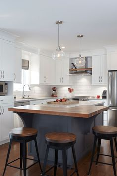 Home Remodeling White Cabinets Love the white kitchen cabinets and dark gray island with butcher block. White Kitchen Cupboards, Diy Kitchen Cabinets, Kitchen And Bath, New Kitchen, Kitchen Decor, Kitchen Design, Kitchen Ideas, Kitchen Seating, Gray Cabinets