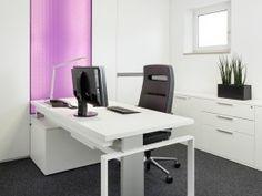 ergonomischer Bürostuhl, Lifttisch, Stauraum, Sideboard, Büroaccessoires, Beleuchtetes Element, Lila