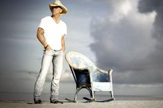 Kenny Chesney and the old blue chair