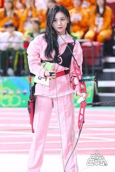 Isac Kpop, Kpop Girl Groups, Kpop Girls, Gfriend Profile, Kim Ye Won, G Friend, Entertainment, Pink Outfits, Beautiful Asian Girls