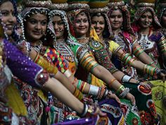 Garba dance practice for Navratri festival in Ahmedabad, India - photo  Divyakant Solanki