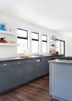 Kitchen cabinet colors the perfect wood . kitchen cabinet colors for modern makeover color cabinets Kitchen Cupboard Colours, Best Kitchen Cabinet Paint, Best Kitchen Colors, Best Kitchen Cabinets, Kitchen Paint Colors, Kitchen Tops, Painting Kitchen Cabinets, New Kitchen, Kitchen Decor